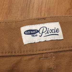 Old Navy Pants - Old Navy Pixie pant